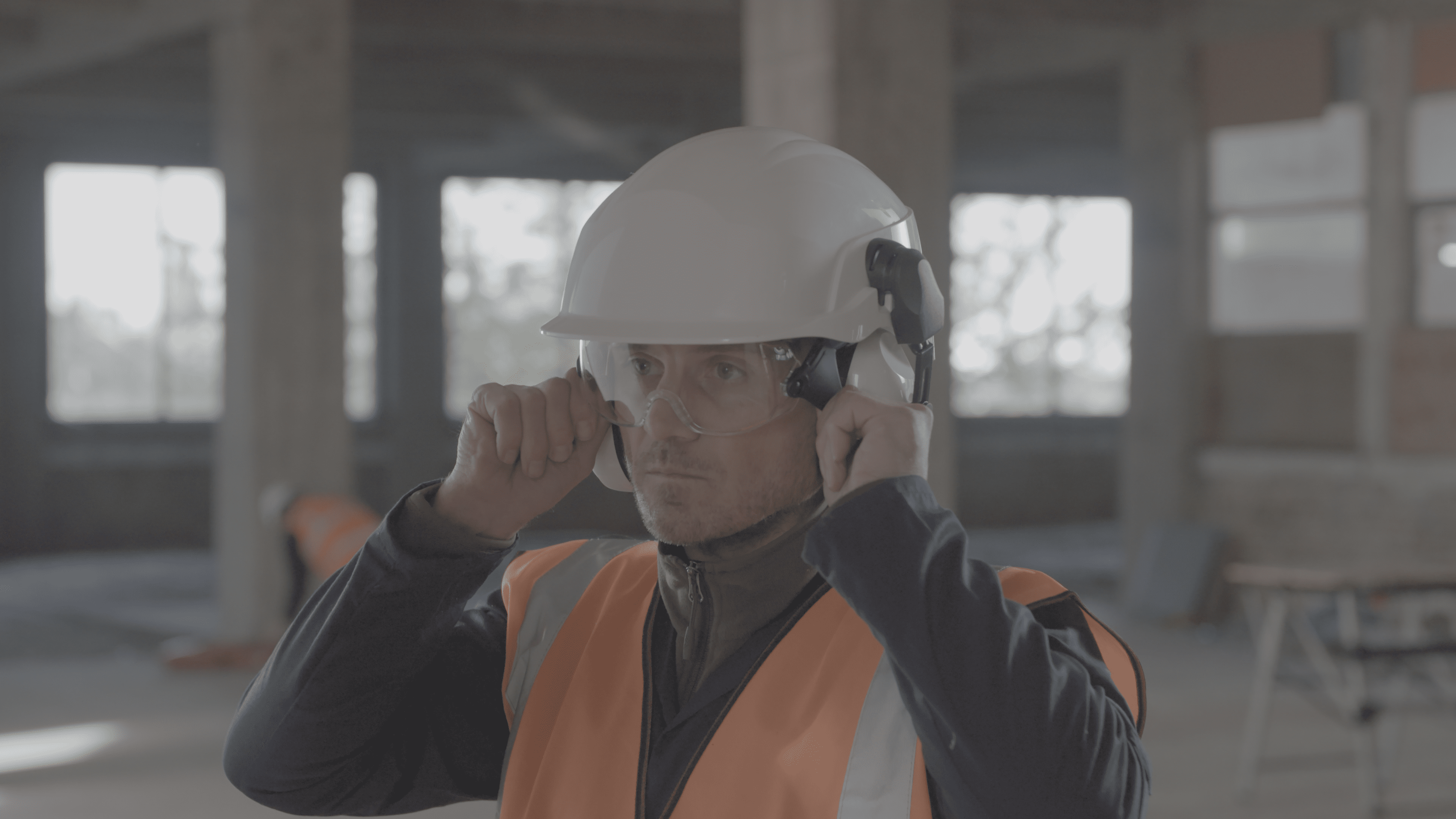 e706ca26 The advantages of integrated eyewear in safety helmets